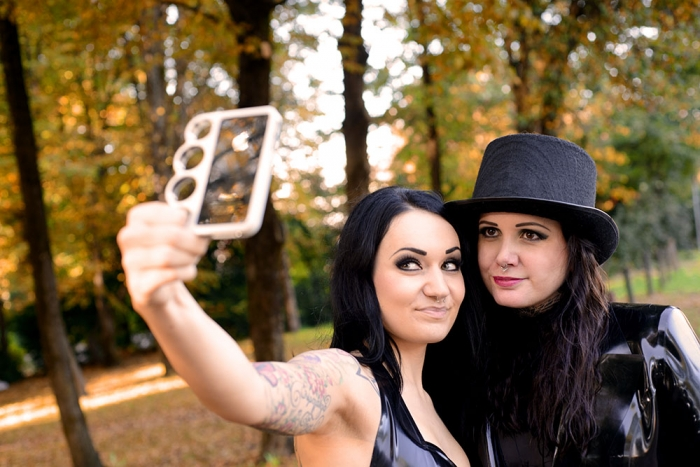 Bella Isadora & Bloxi, taking Selfies